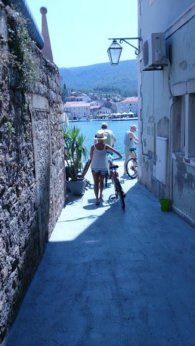 Street to Villa Napoleon